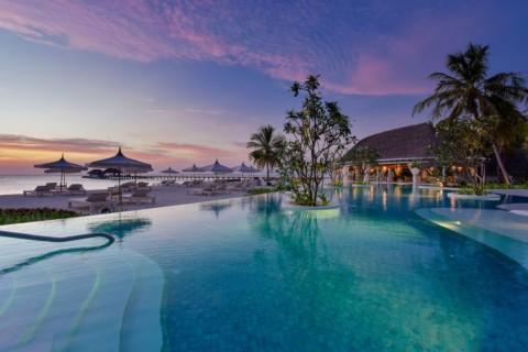 Kanuhura - pool mit Blick aufs Meer