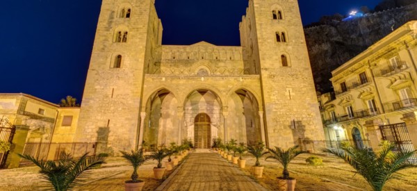the-norman-cathedral-of-cefalu-in-sicily-PVSUGN9
