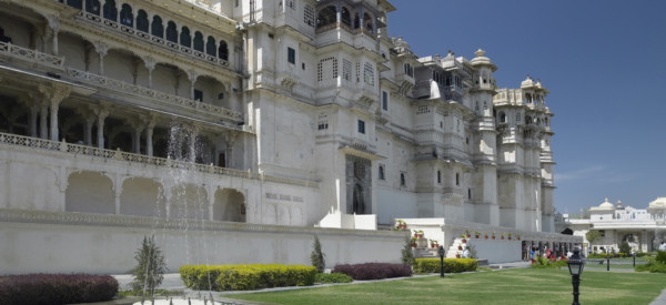 city-palace-rajya-angan-chowk-in-the-city-of-udaipur-in-rajasthan-in-western-india_t20_BA2Pav