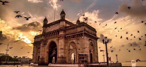 mumbai-gateway-of-india-at-sunrise_t20_JlKxKE