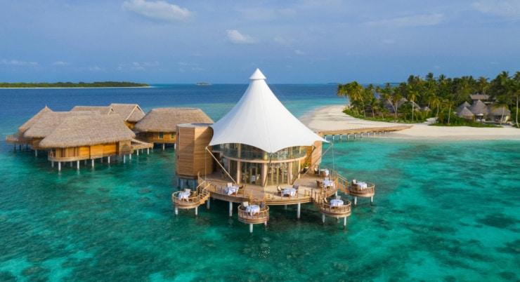 Nautilus Maldives - Restaurant auf dem Wasser