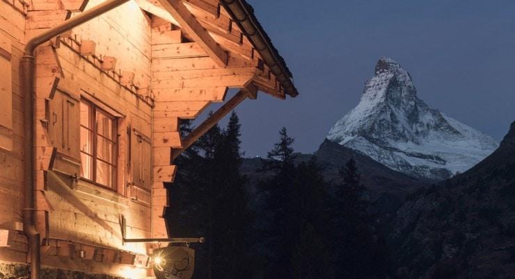 CERVO Mountain Boutique Resort - Im Hintergrund das Matterhorn