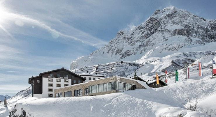 Hotel Zürserhof - außen winter