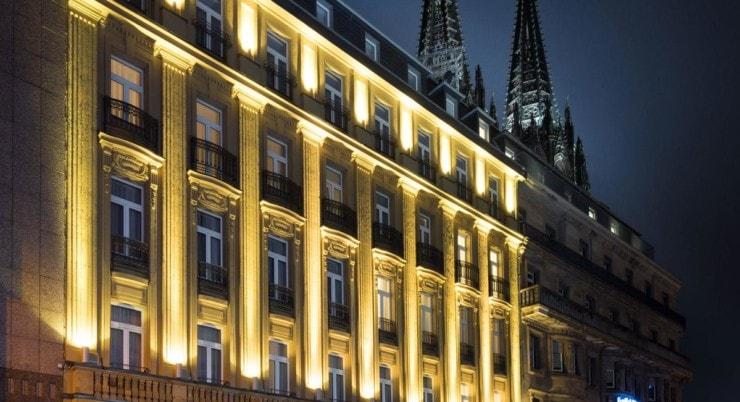 Excelsior Hotel Ernst - außen mit Dom